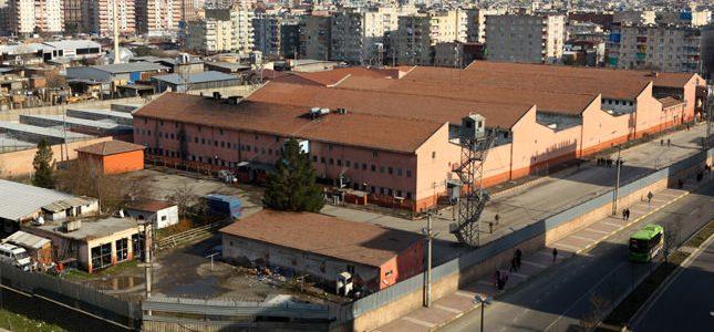 Être enfermée dans les prisons de l'État turc